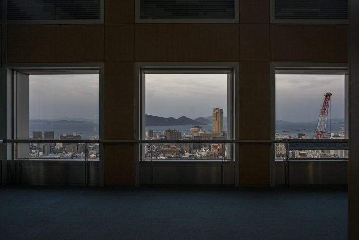 香川県庁21階展望室からの高松シンボルタワー2