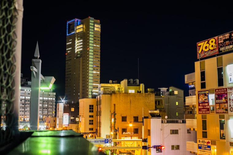 廃墟ビルから高松シンボルタワー