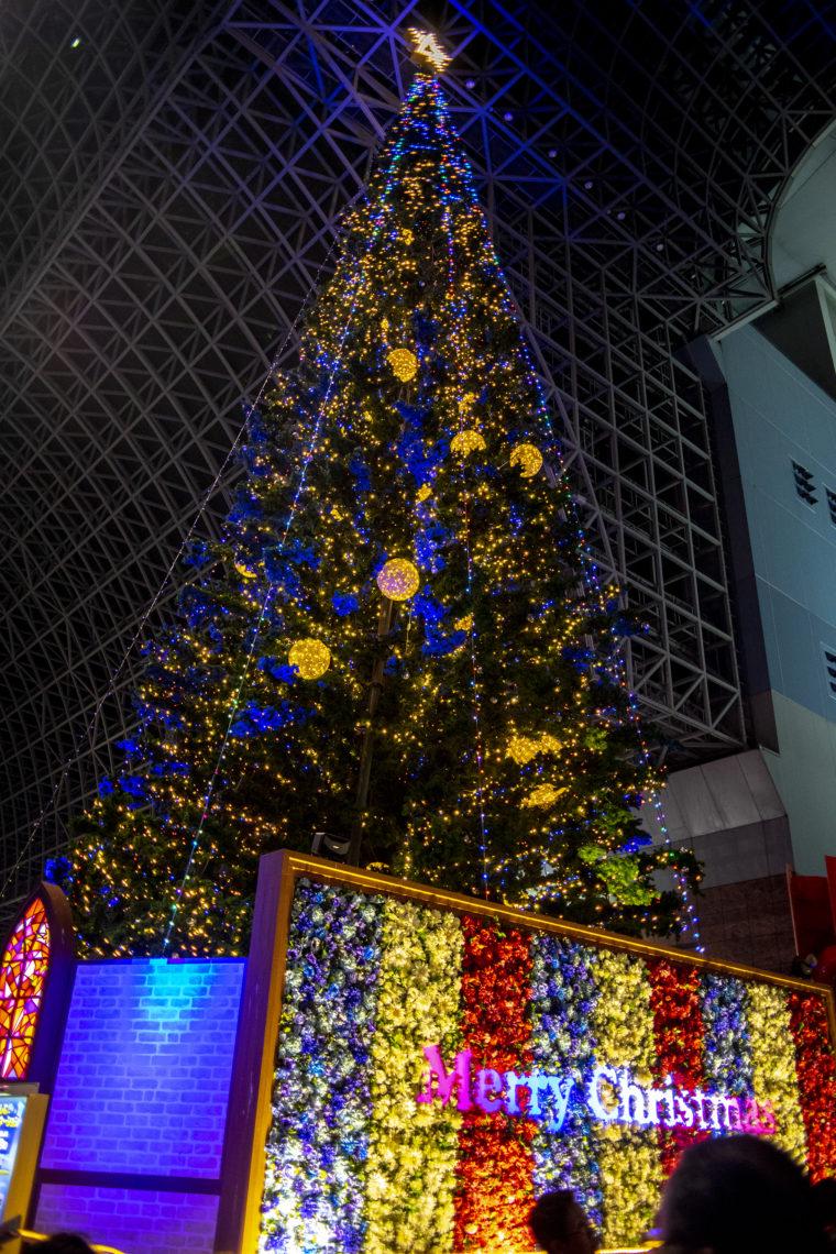 京都駅のクリスマスツリー斜め