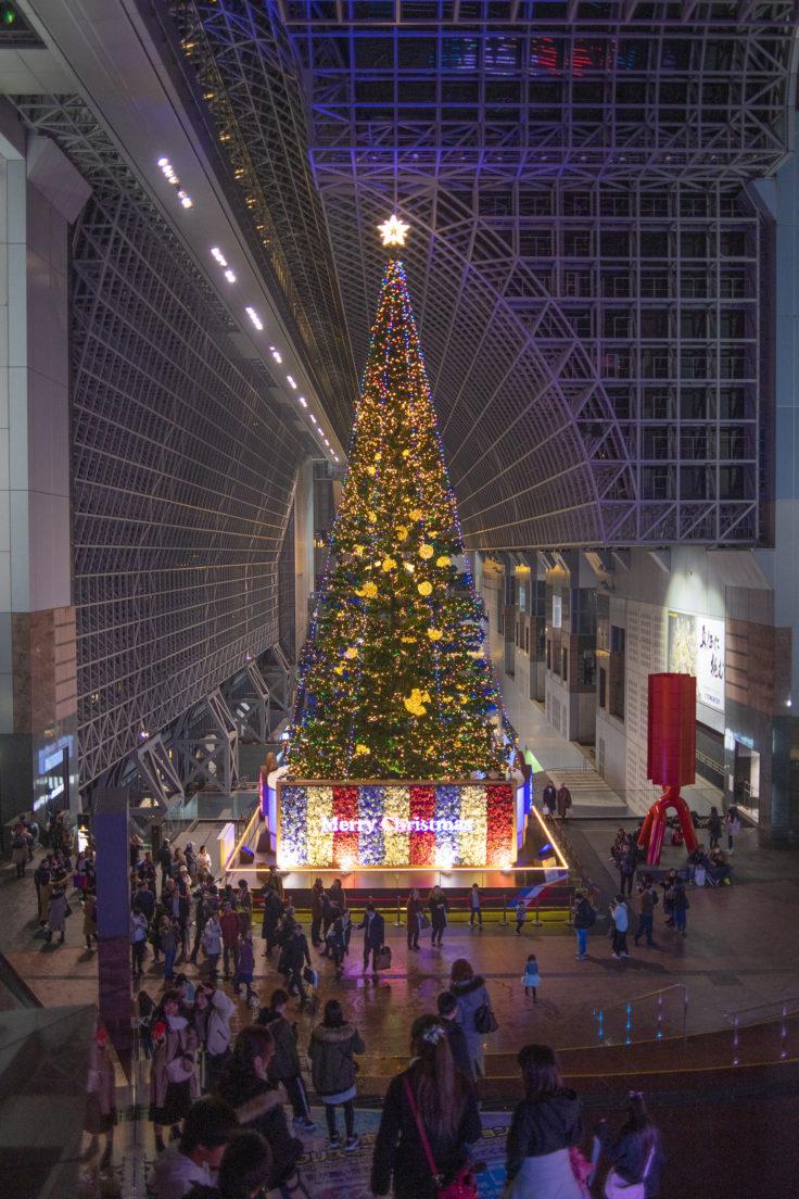 京都駅のクリスマスツリー正面