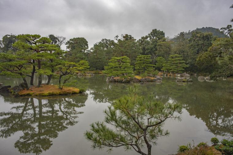 金閣鏡湖池の島