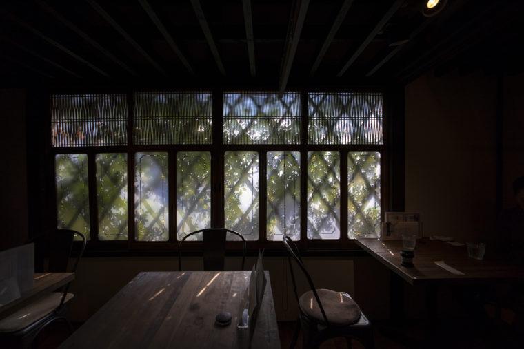 仏生山カフェ・アジール店内