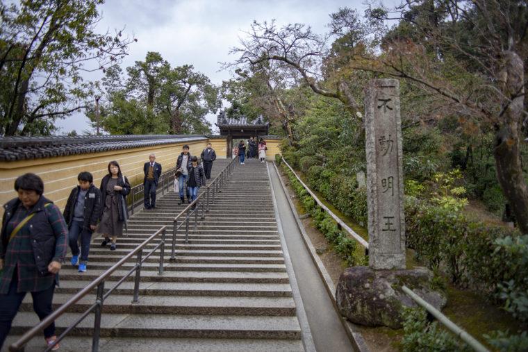 鹿苑寺帰り道階段
