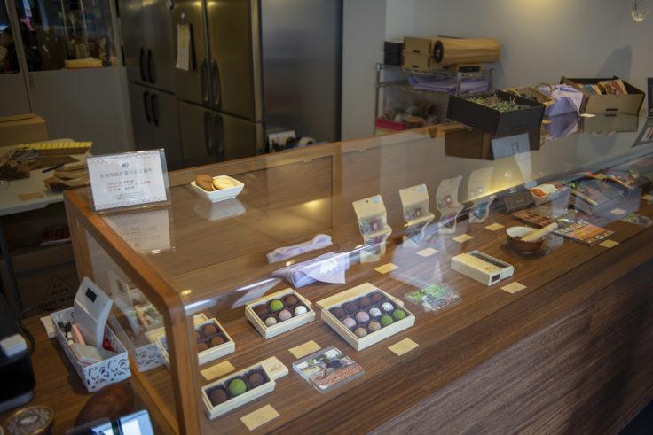 DARI K京都本店ガラスケース