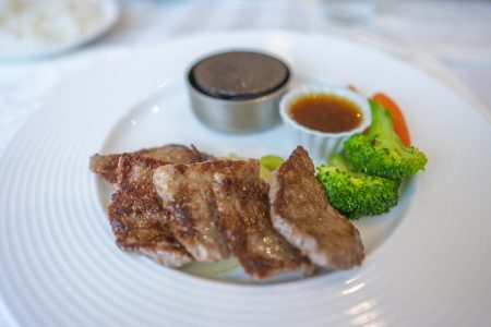 ラ・テラス北野ランチのステーキ