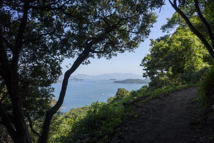 長崎屋島北嶺線登山道から見える瀬戸内海