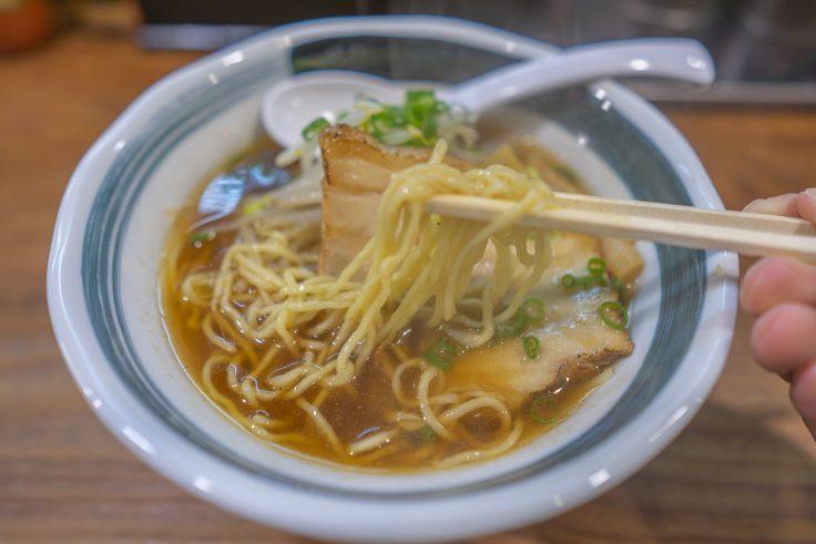 麺屋-TOMOSHIBI-燈(ともしび)の醤油ラーメンリフトアップ