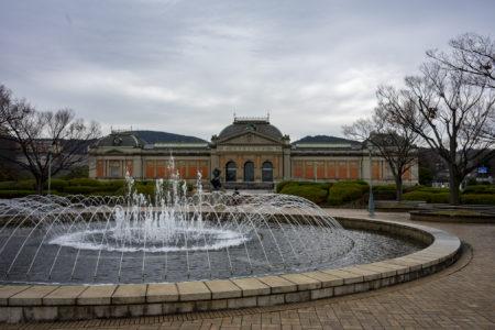 京都国立博物館明治古都館と噴水