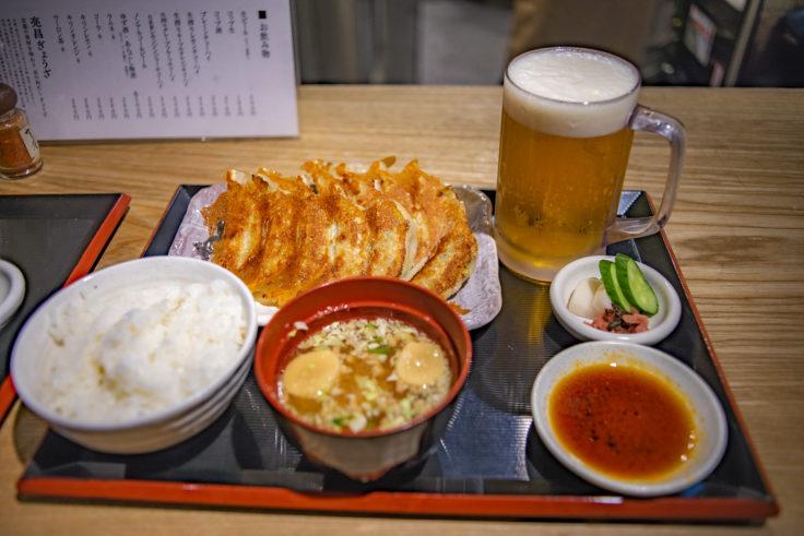 亮昌ぎょうざの餃子定食