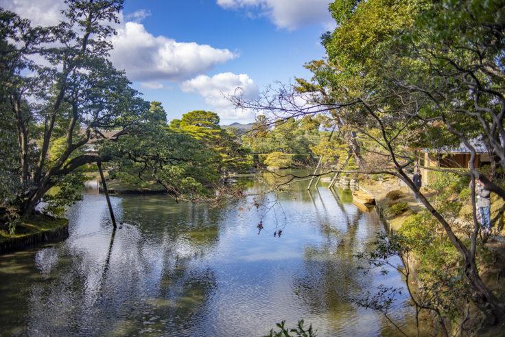 桂離宮の池の景観