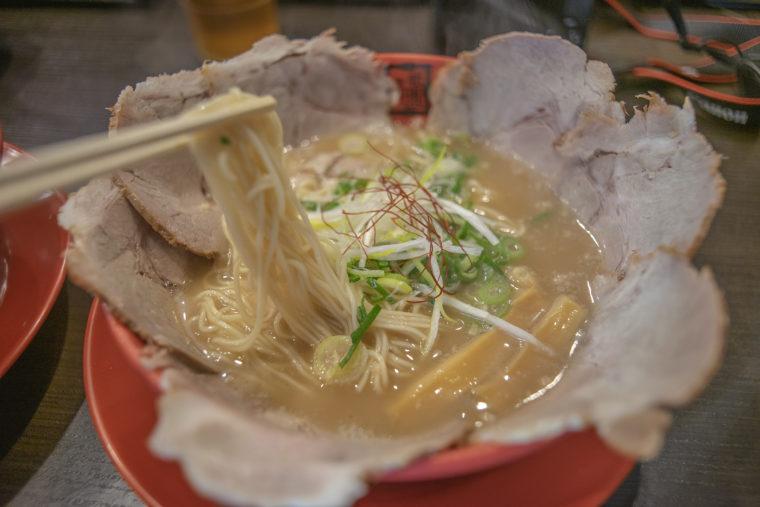 京都祇園ラーメンのチャーシューメンリフトアップ
