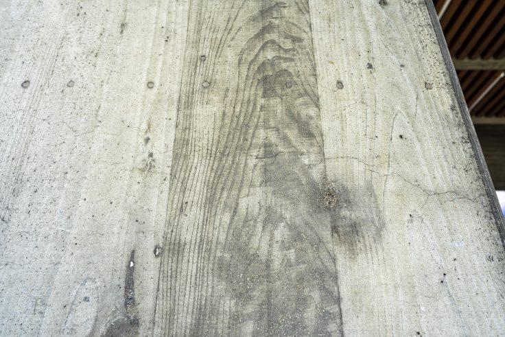 香川県庁の木目コンクリート
