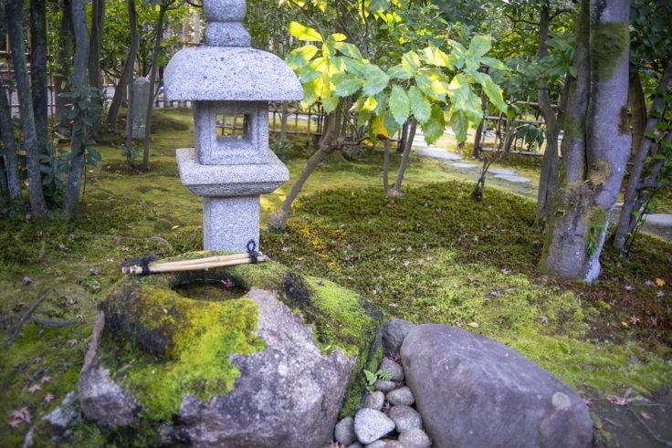 建仁寺茶室「東陽房」の灯篭