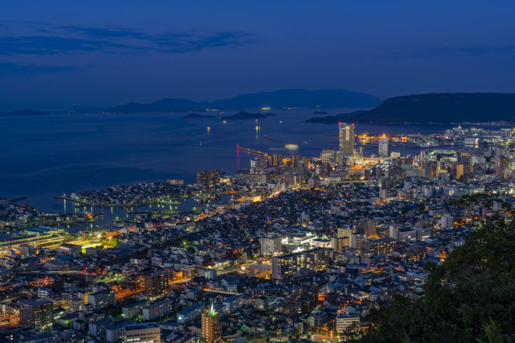 峰山公園展望台からサンポート高松の夜景