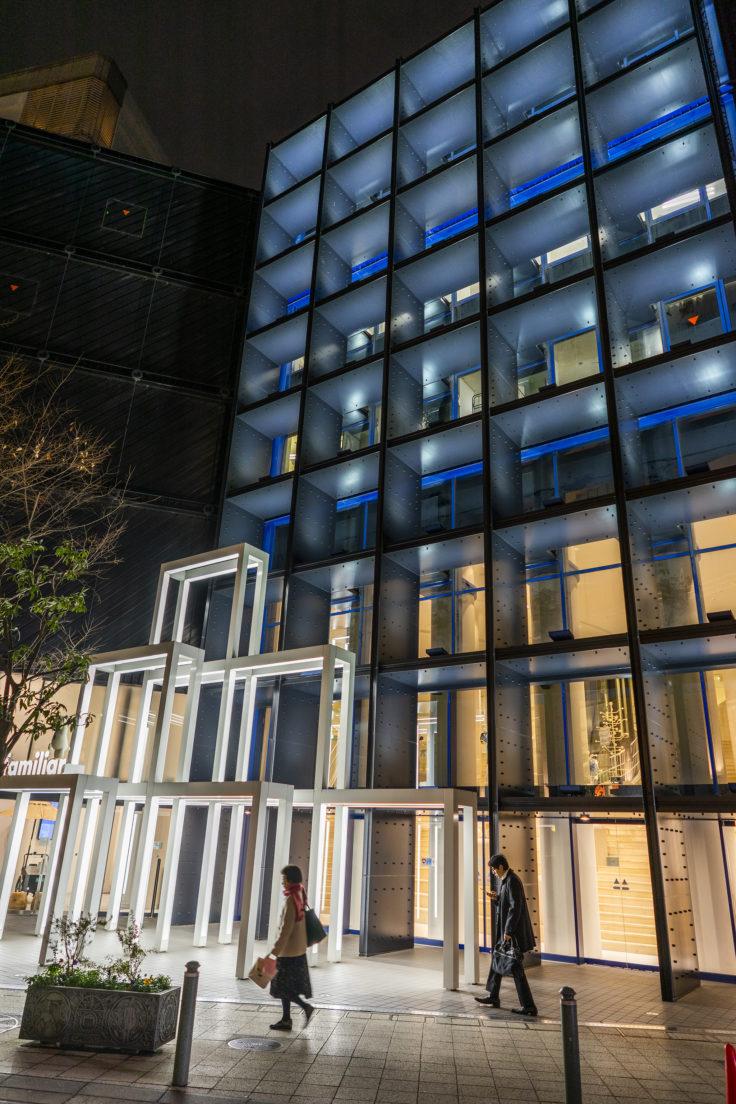 夜の神戸旧居留地ファミリア神戸本店