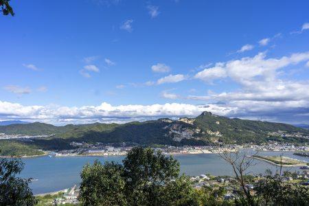 冒険岩場コースから見える庵治町方面