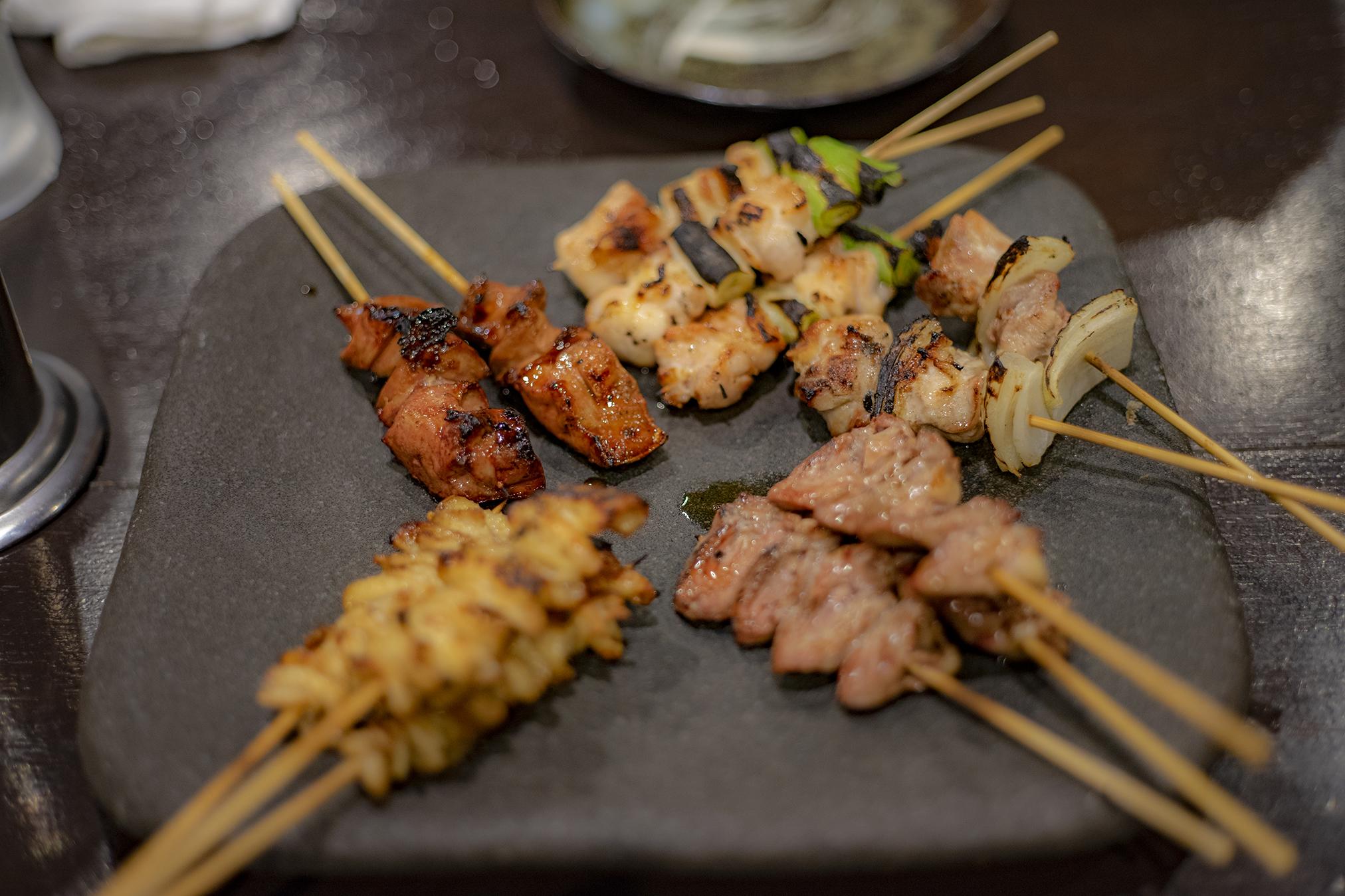 備長炭やきとり美味美味(うまうま)寺井町本店で焼き鳥とラーメンを晩ご飯として食べる。