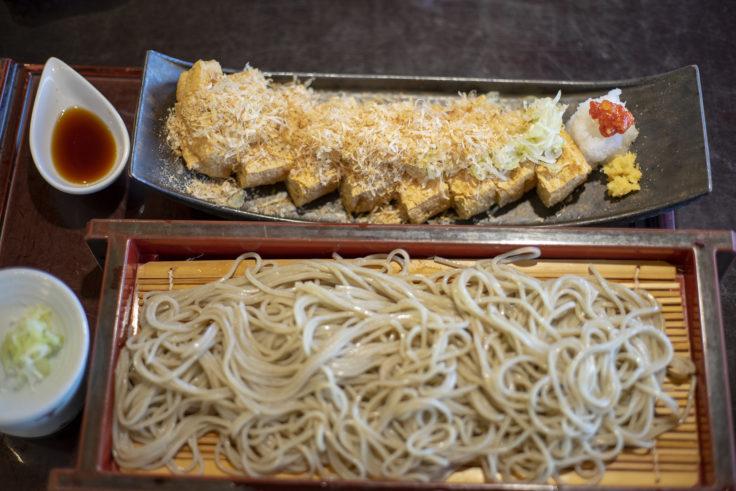 あさひ山蛍庵の油揚げ蕎麦