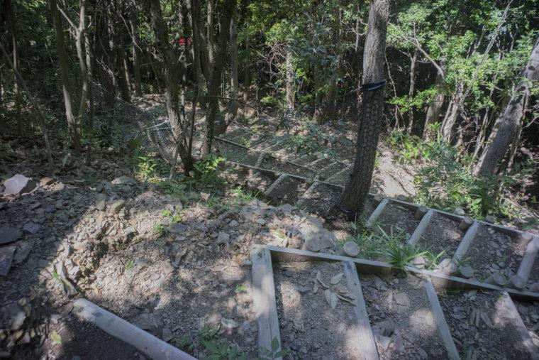 屋島城跡急な階段