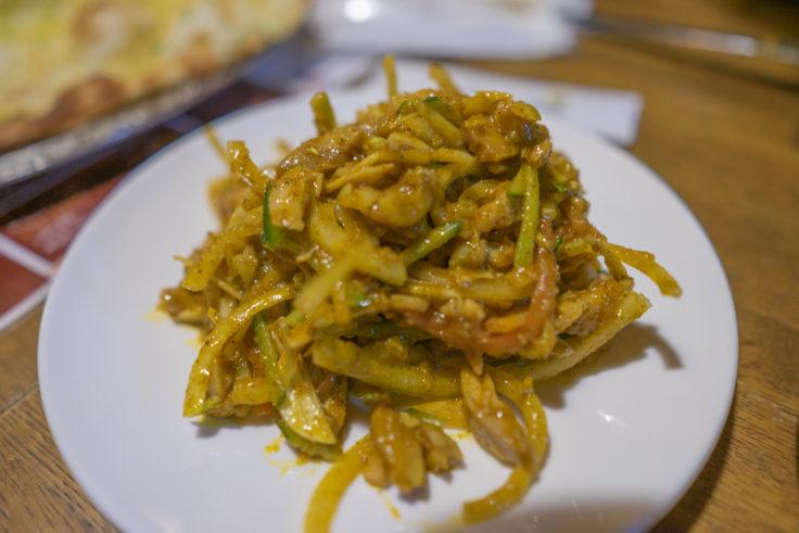 サムジャナの炒り大豆のスパイシーサラダ