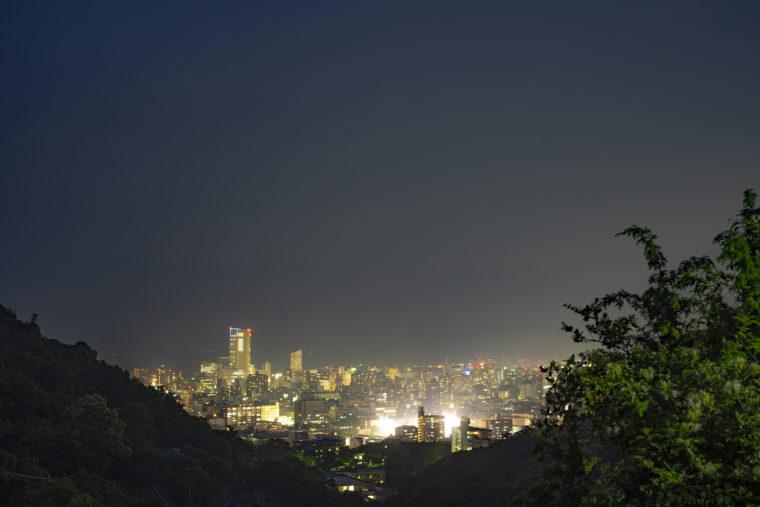 峰山から高松シンボルタワーを撮影