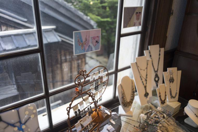 黒壁ガラス館の2階窓