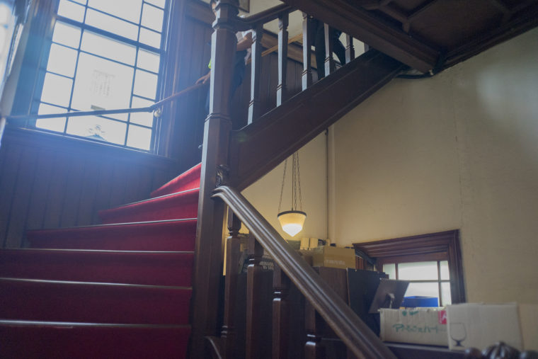 黒壁ガラス館2階への階段