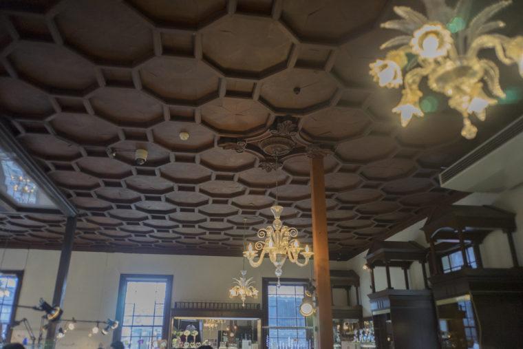 黒壁ガラス館天井