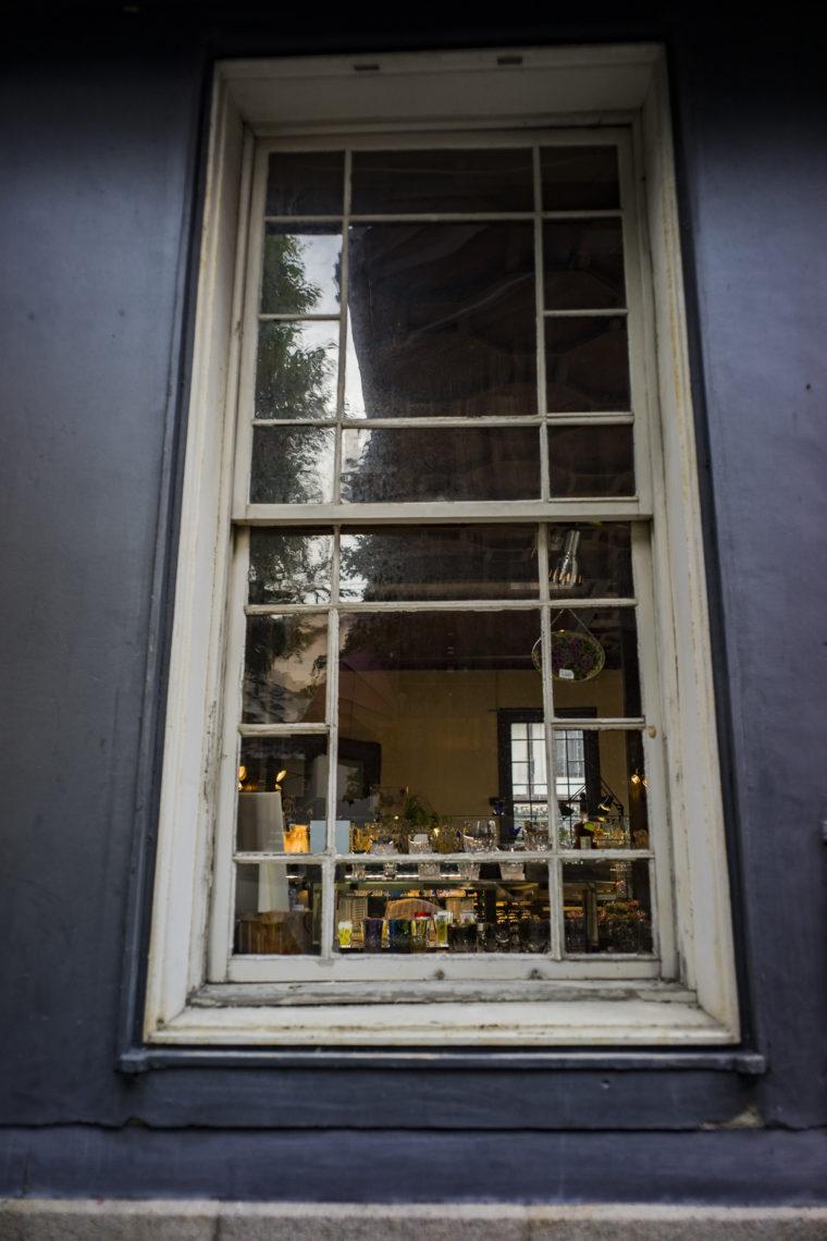 黒壁ガラス館の窓枠