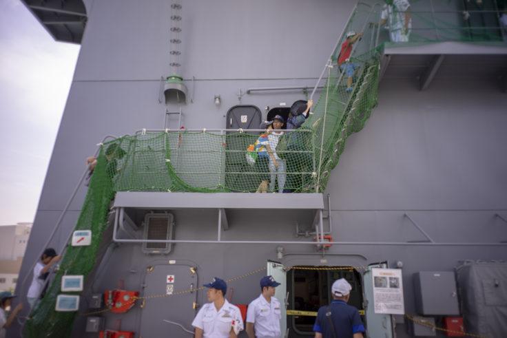 掃海母艦うらがの操縦室までの階段