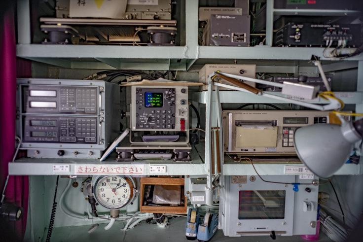 掃海母艦うらがの操縦室計器類