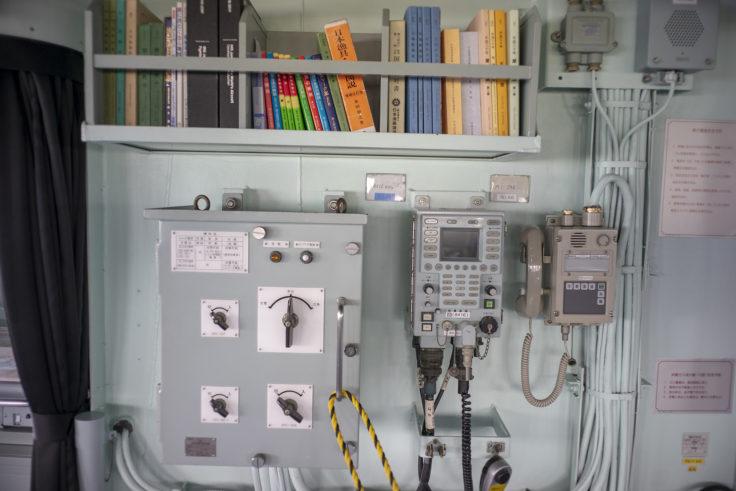 掃海母艦うらがの操縦室計器類2