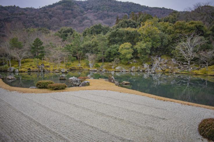 天龍寺の枯山水と曹源池