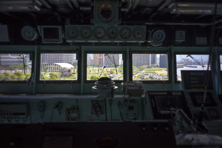掃海母艦うらがの操縦席からサンポート高松