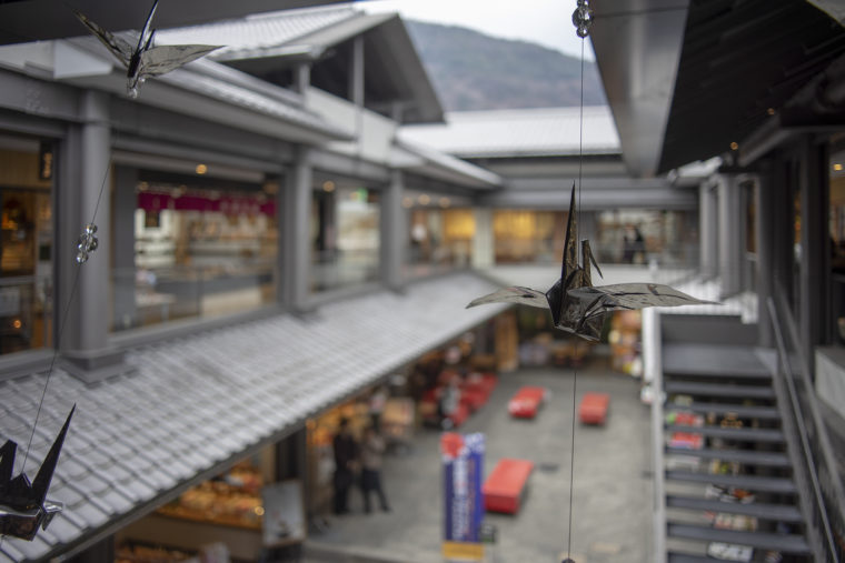 嵐山昇龍苑2階銀の折り鶴