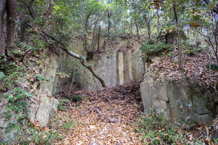 由良山の採掘場跡