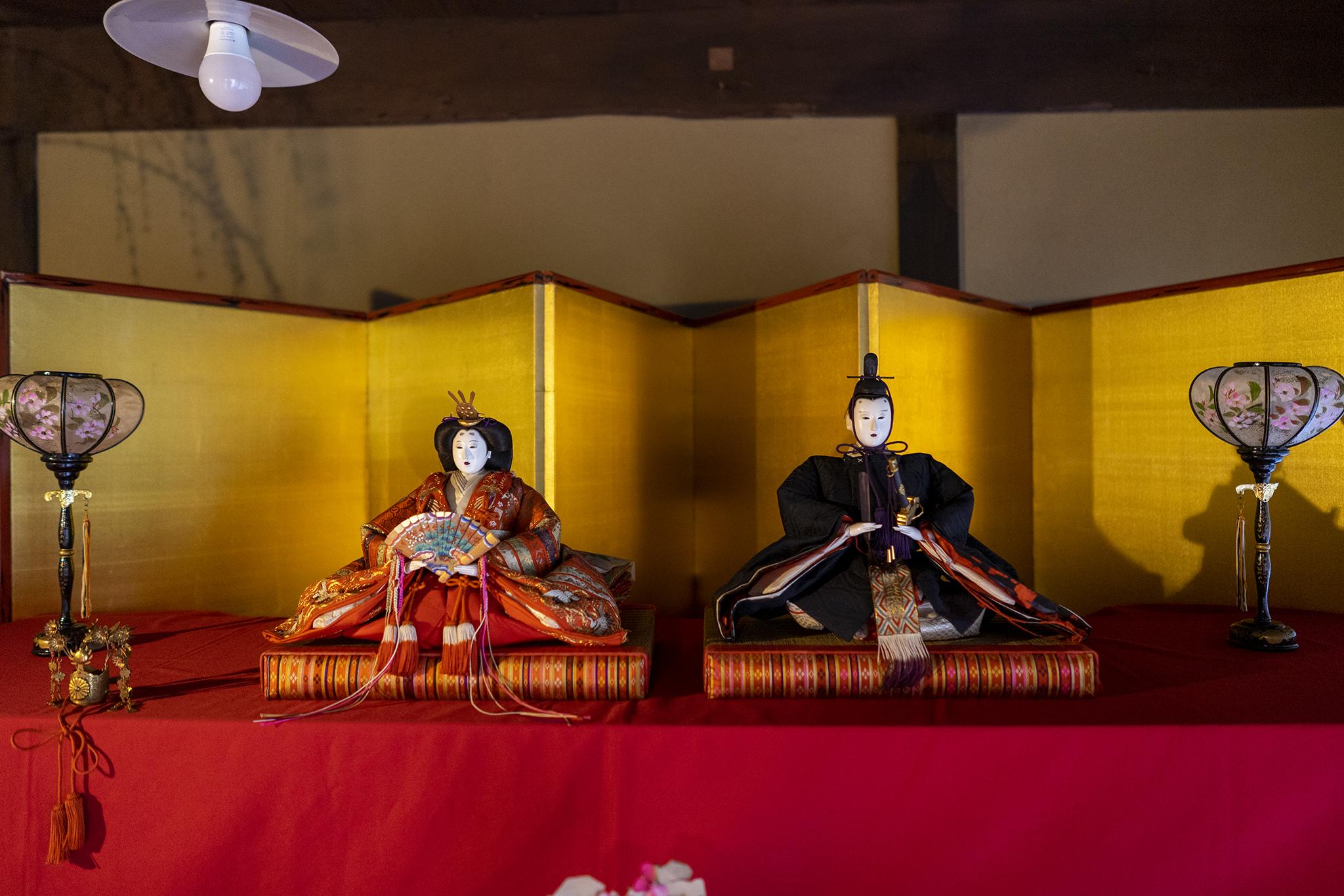 讃州井筒屋敷母屋がひな人形で飾られる。
