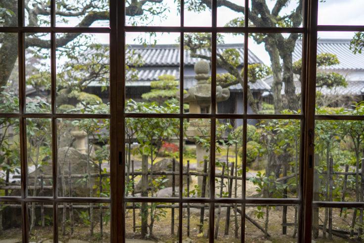 讃州井筒屋敷母屋のすりガラス