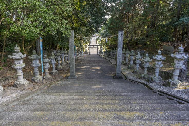 冠纓神社裏参道