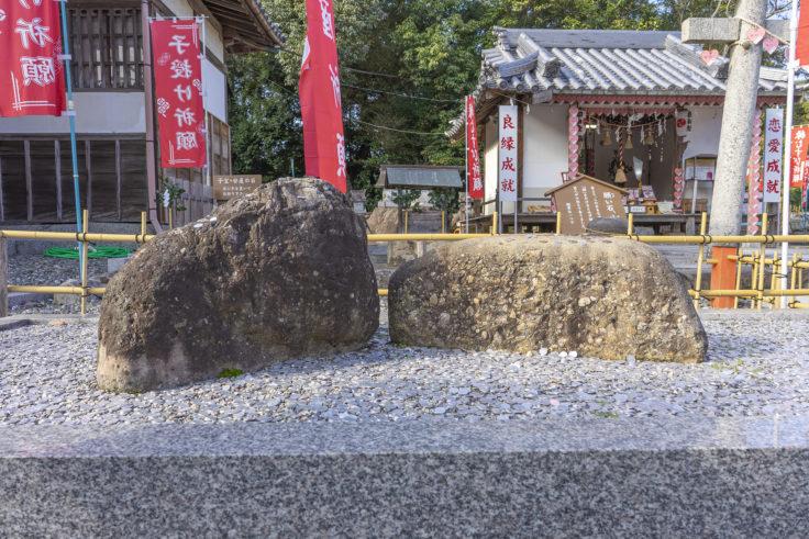 冠纓神社のさざれ石