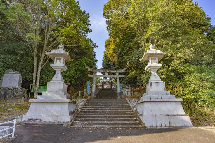 冠纓神社裏参道入口