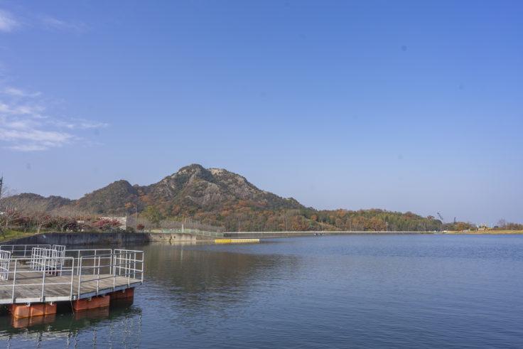 三木町総合運動公園から見た嶽山