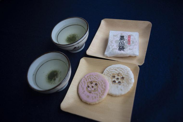 北野天満宮の梅昆布茶とお菓子