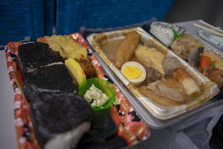 新幹線で晩御飯