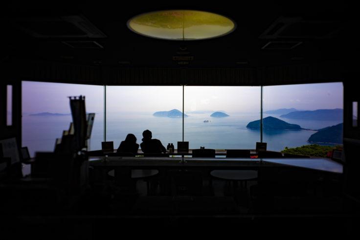 紫雲出山遺跡館喫茶コーナーからの絶景