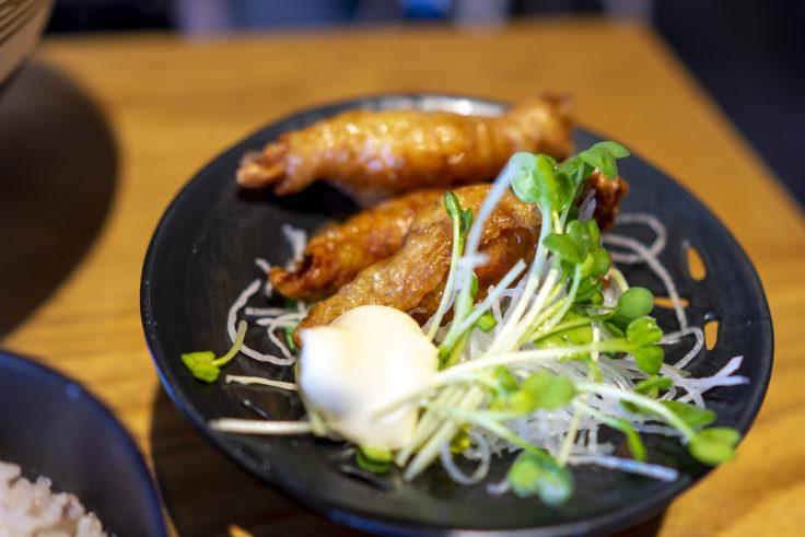 堂の浦鳴門本店のランチにつく鶏皮餃子
