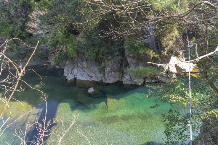 ふいご橋から見た紅簾片岩