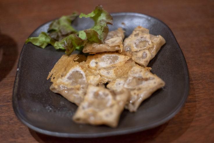 四角家餃子本舗のそば粉入り皮を使用した四角餃子