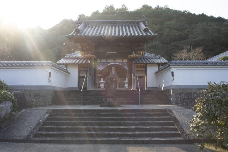 宝光寺の門