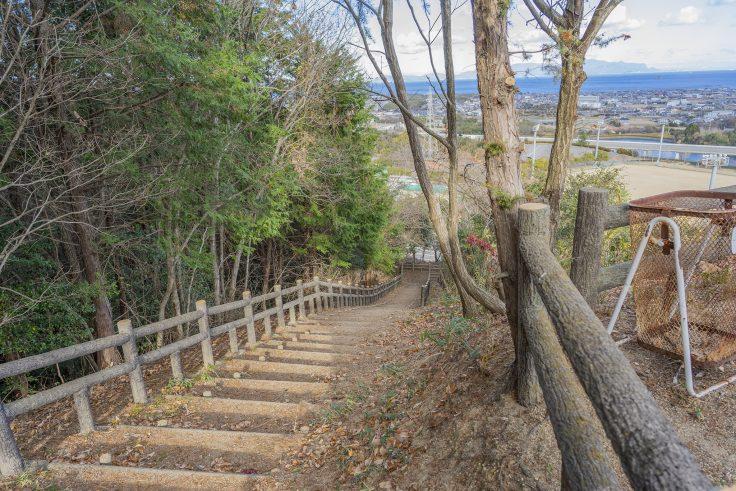 白鳥中央公園展望台までの階段